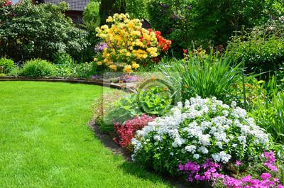 Bild Schöner Garten Mit Rasen