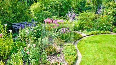 Bild Schöner Garten Mit Verschiedenen Blumen