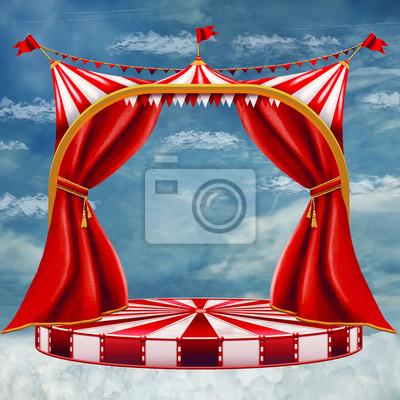 Schöner Himmel hinter dem roten Vorhang.