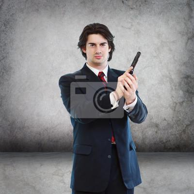 Schöner Mann mit einem Hand Gun