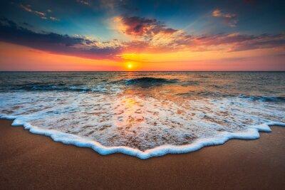 Bild Schöner Sonnenaufgang über dem Meer