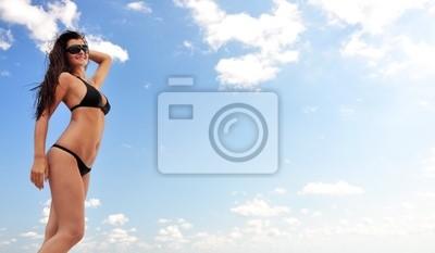 Schönes Mädchen auf dem Strand