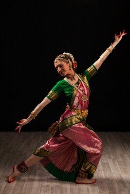 Bild Schönes Mädchen Tänzerin der klassischen indischen Tanz Bharatanatyam