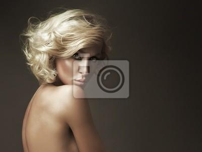 Schönes Porträt von blonde Schönheit