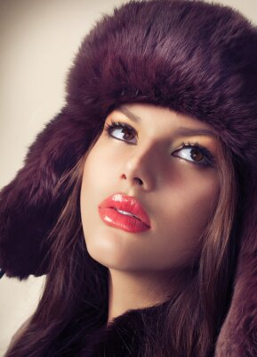 Bild Schönheit Mode Modell Mädchen in einem Pelz-Hut