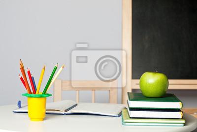 Schreibtisch im Klassenzimmer