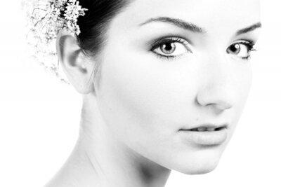 Bild Schwarz-Weiß-Nahaufnahme von einer schönen Frau