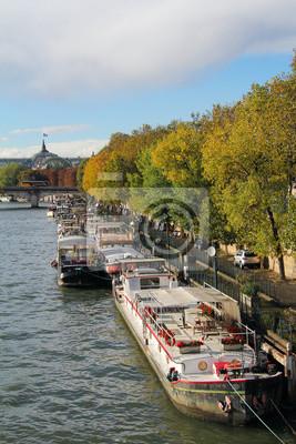 Seine Fluss und schöne Boote