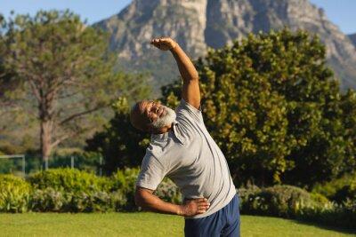Bild Senior african american man exercising outdoors in stunning countryside