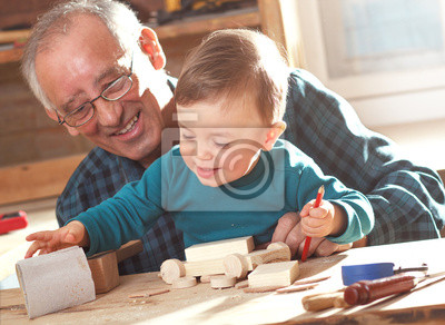 Bild Senior carpenter and his grandson working in the workshop