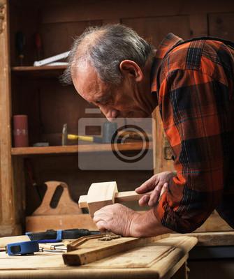 Bild Senior carpenter restoring old furniture