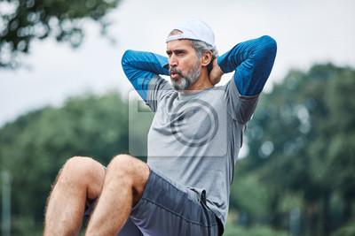 Bild senior man running exercising sport fitness active fit crunches