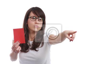Serious Mädchen mit rotem Papier in der Hand
