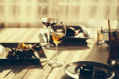 Bild Serviertes Essen und Wein
