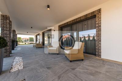 Sessel Auf Offener Terrasse In Luxus Villa Aussen Leinwandbilder