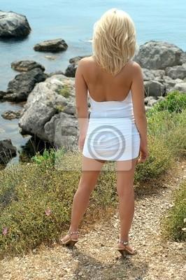 Sexuelle Porträt des Mädchens gegen das Meer