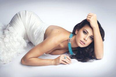Bild sexy girl in white dress