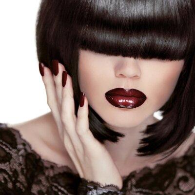 Bild Sexy Lippen. Maniküre und Make-up. Lippenstift. Fashion Girl. Fringe.