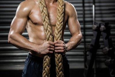 Bild Shirtless Mann mit Schlacht Seil um den Hals