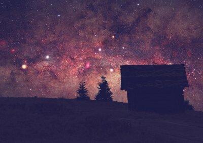 Bild Silhouetten einer Landschaft mit Milchstraße. Langzeitbelichtung Foto von einem dunklen Berg oben.