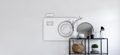 Bild Single modern black display in front of white wall