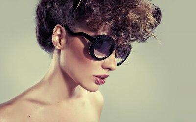 Bild Sinnlich klassische Frau mit erstaunlichen Lippen