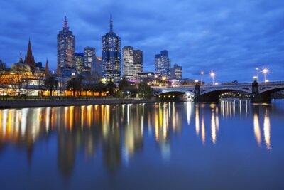 Bild Skyline of Melbourne, Australia across the Yarra River at night