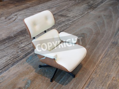 Bild small white sofa chair on wood background