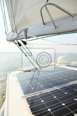 Bild Solar Panels Laden von Batterien an Bord Segelboot
