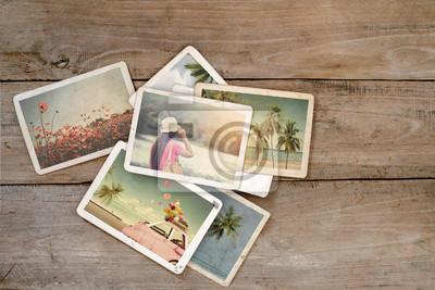 Bild Sommer-Fotoalbum auf Holztisch. Sofortiges Foto der Polaroidkamera - Weinlese und Retro Art