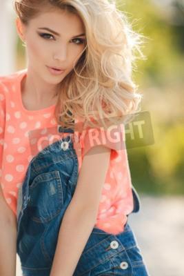 Braune haare augen blonde mädchen Hübsches Mädchen