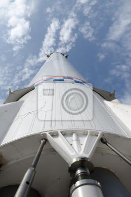 Space Transport Rakete auf einem Hintergrund der Wolken