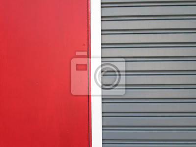 Bild Steel doors with red wall