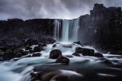 Bild Steiniger Wasserfall in Island