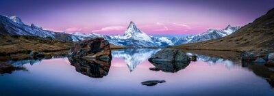 Bild Stellisee in der Schweiz mit Matterhorn im Hintergrund Panorama