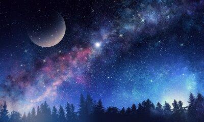 Sternenhimmel und Mond. Gemischte Medien