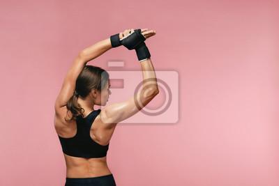 Bild Stretch. Sport Woman Stretching Before Training
