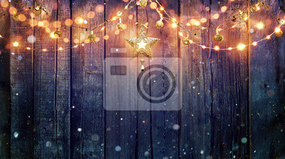 Bild String Light Hanging am Vintage Holzuntergrund