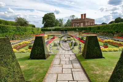 Bild Sunken Garden at Hampton Court Palace, UK
