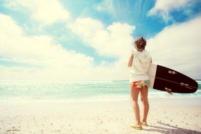 Bild Surfer-Mädchen am Strand