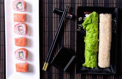 Bild Sushi rollt auf einer Platte