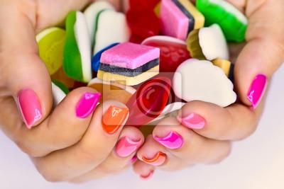 Süßigkeiten in den Händen