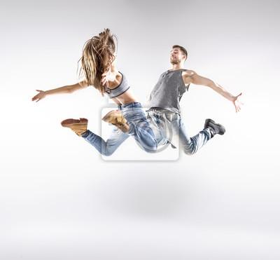 Talente Hip-Hop-Tänzerinnen üben gemeinsam