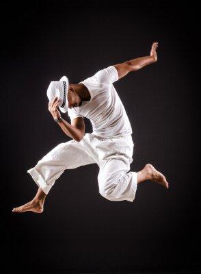 Bild Tänzer tanzen Tänze in weißer Kleidung