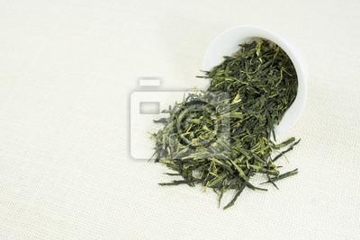 Bild Tee (Sencha) auf weißem Hintergrund.