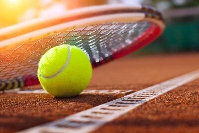 Bild .tennis ball on a tennis court