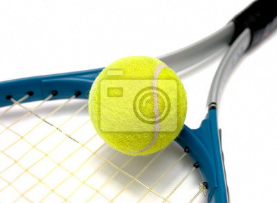 Bild tennis racket and ball isolated on white background
