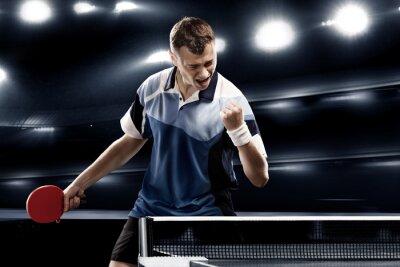 Tennis-Spieler feiert Sieg