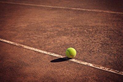 Bild Tennisball auf der Linie