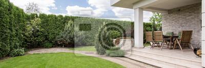 Bild Terrasse mit Gartenmöbeln